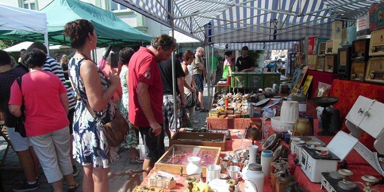 Der nächste Rosenheimer Antik- und Trödelmarkt steht bevor. Am Dienstag, den 31. Oktober findet der Markt von 10 bis 18 Uhr in der Fußgängerzone statt.