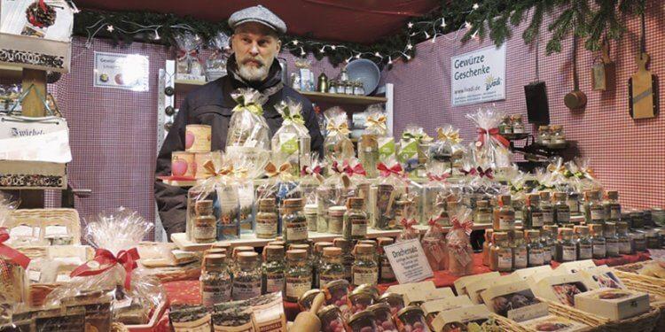 Livadi ist in diesem Jahr nicht nur mit einem umfangreichen Tee- sondern auch mit einem großzügigen Gewürzstand am Rosenheimer Christkindlmarkt vertreten.