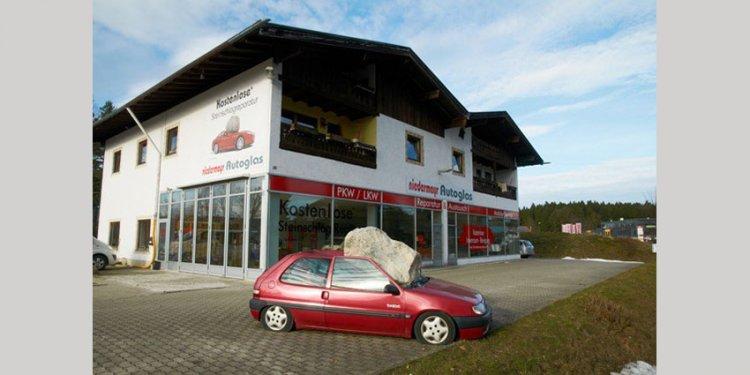 Kostenlose Steinschlagreperatur* bei Autoglas Niedermayr!
