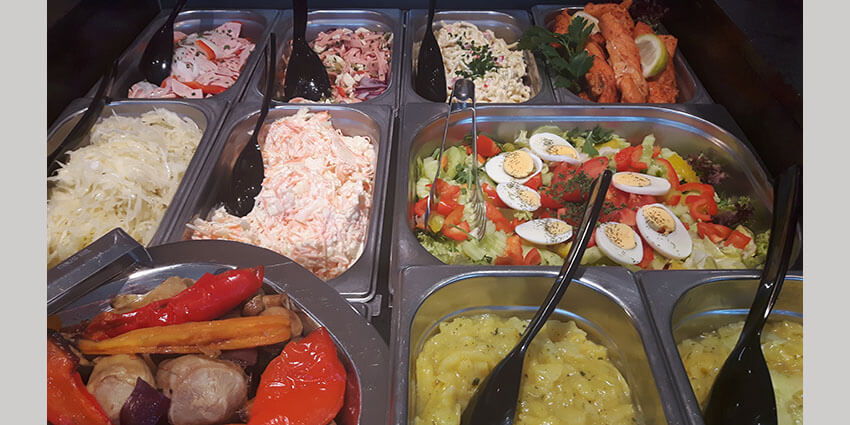 Salate und Aufstriche!